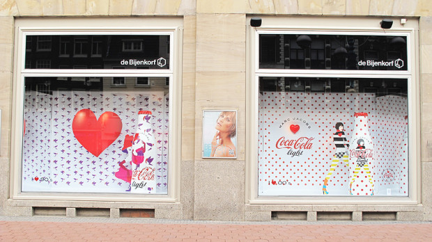 best-window-displays_coca-cola_2013_marc-jacobs_de-bijenkorf_28