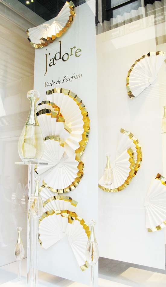 best-window-displays_galeries-lafayette_dior_jadore_02