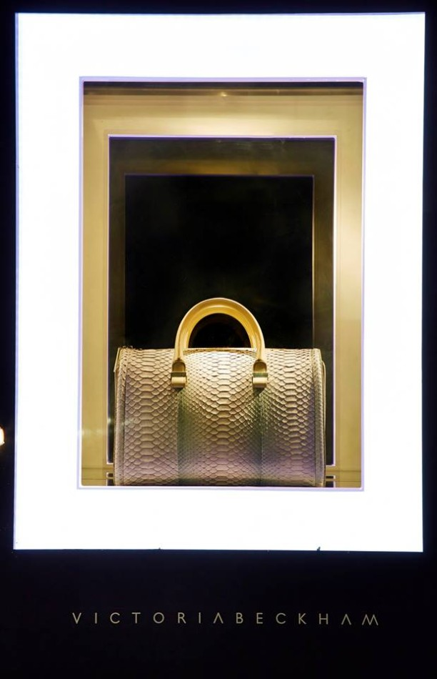 best-window-displays_harrods_2013_the-handbag-narratives_04