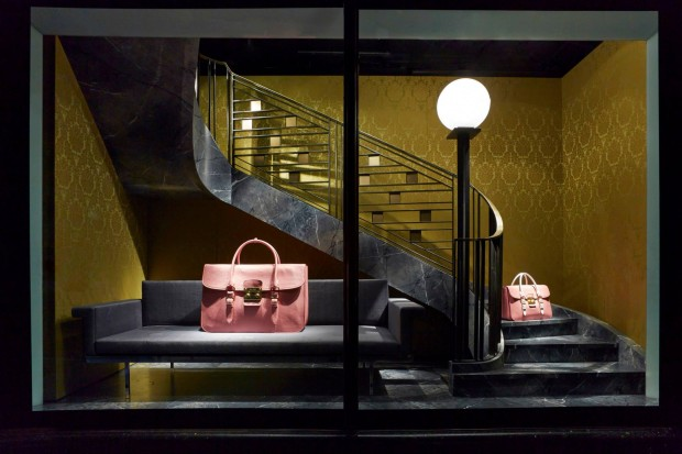 best-window-displays_harrods_2013_the-handbag-narratives_08