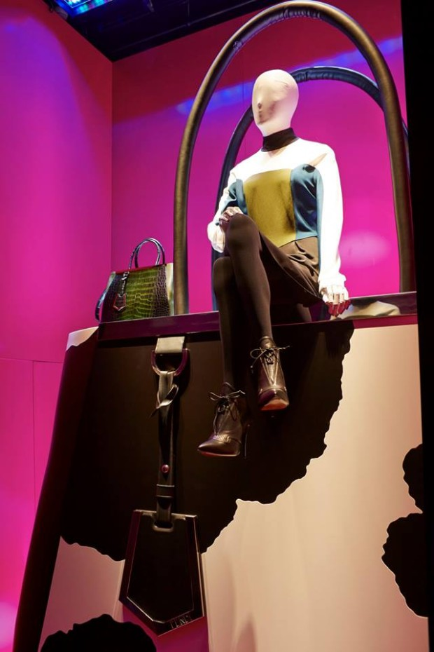 best-window-displays_harrods_2013_the-handbag-narratives_10
