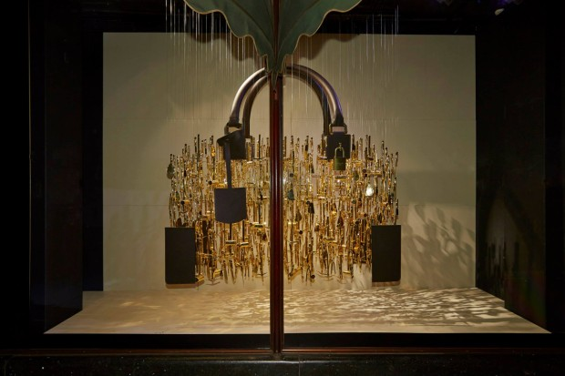 best-window-displays_harrods_2013_the-handbag-narratives_12
