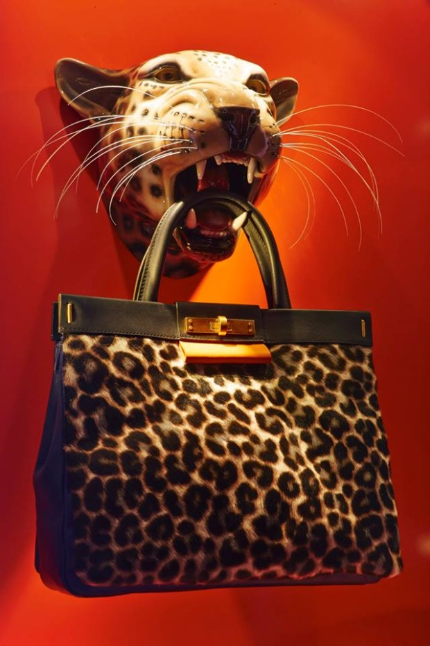 best-window-displays_harrods_2013_the-handbag-narratives_13