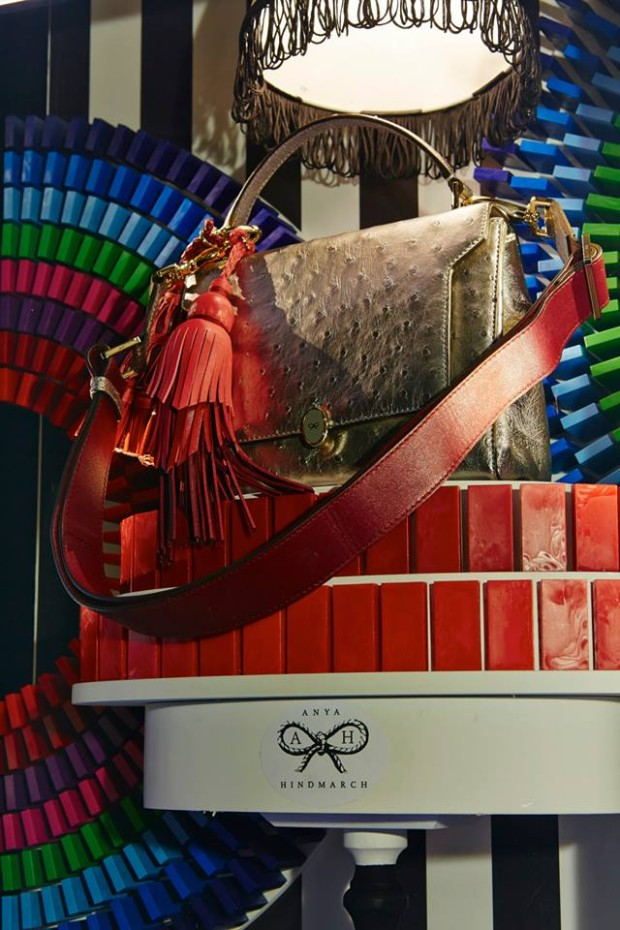 best-window-displays_harrods_2013_the-handbag-narratives_14