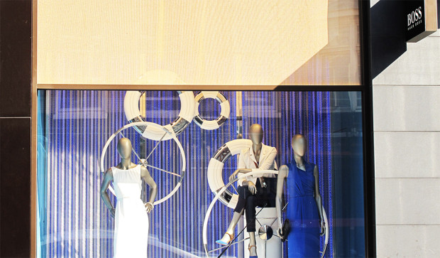 best-window-displays_hugo-boss_2013_summer_nautical-theme_01