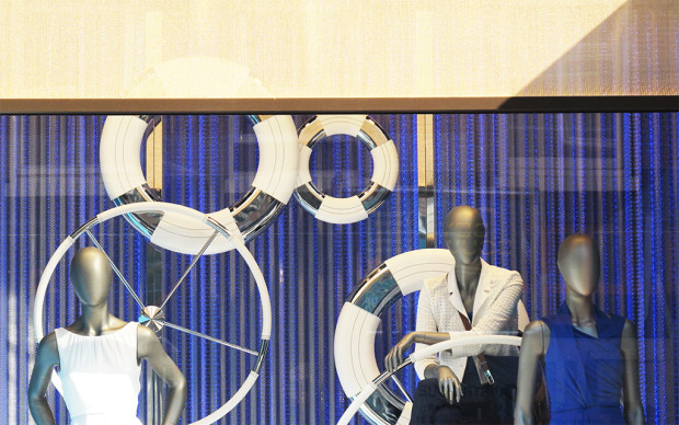 best-window-displays_hugo-boss_2013_summer_nautical-theme_02