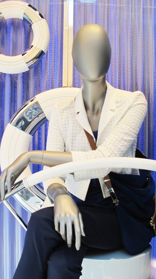 best-window-displays_hugo-boss_2013_summer_nautical-theme_11
