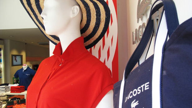 best-window-displays_lacoste_2013_summer_03