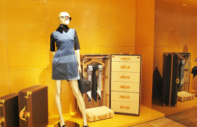 "Louis Vuitton ""L'invitation au Voyage"" Pre-Fall Window Display 2013"
