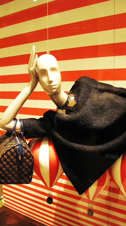 best-window-displays_louis-vuitton_2013_l-πρόσκληση-au-voyage_08