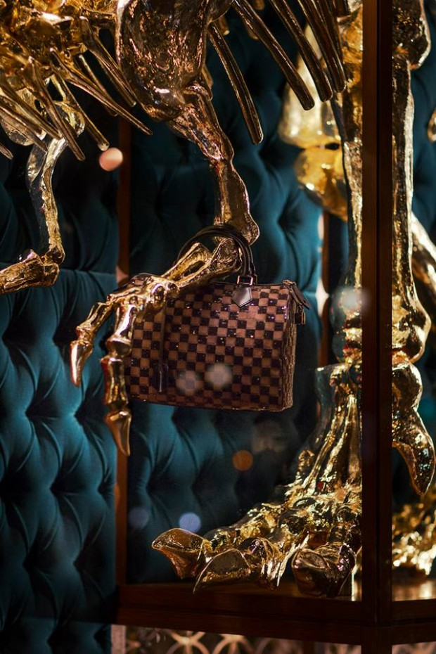 best-window-displays_louis-vuitton_2013_natural-history_19