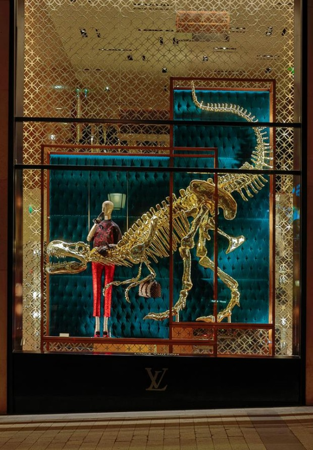best-window-displays_louis-vuitton_2013_natural-history_22