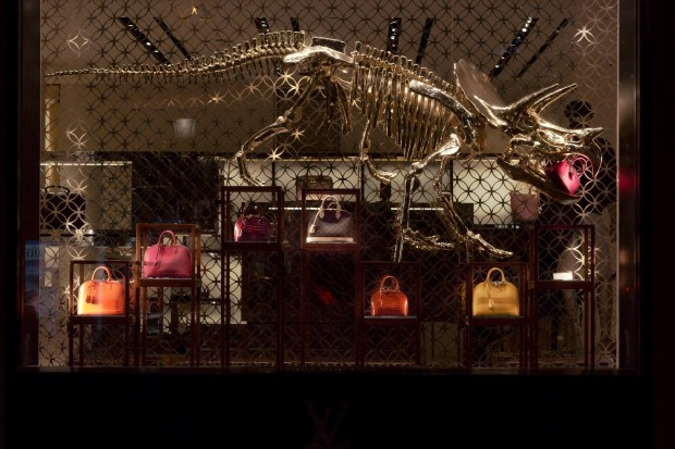 best-window-displays_louis-vuitton_2013_natural-history_24
