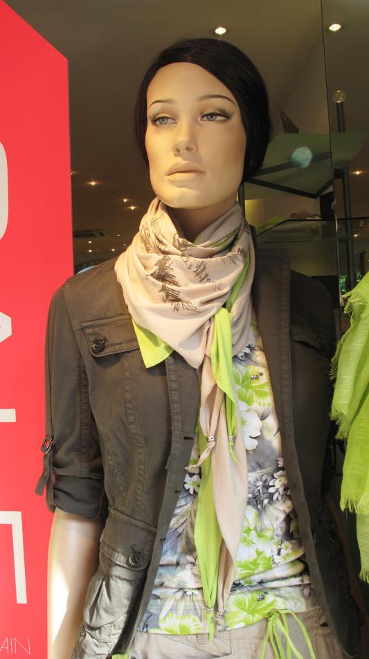 best-window-displays_marc-cain_2013_sale_summer_03