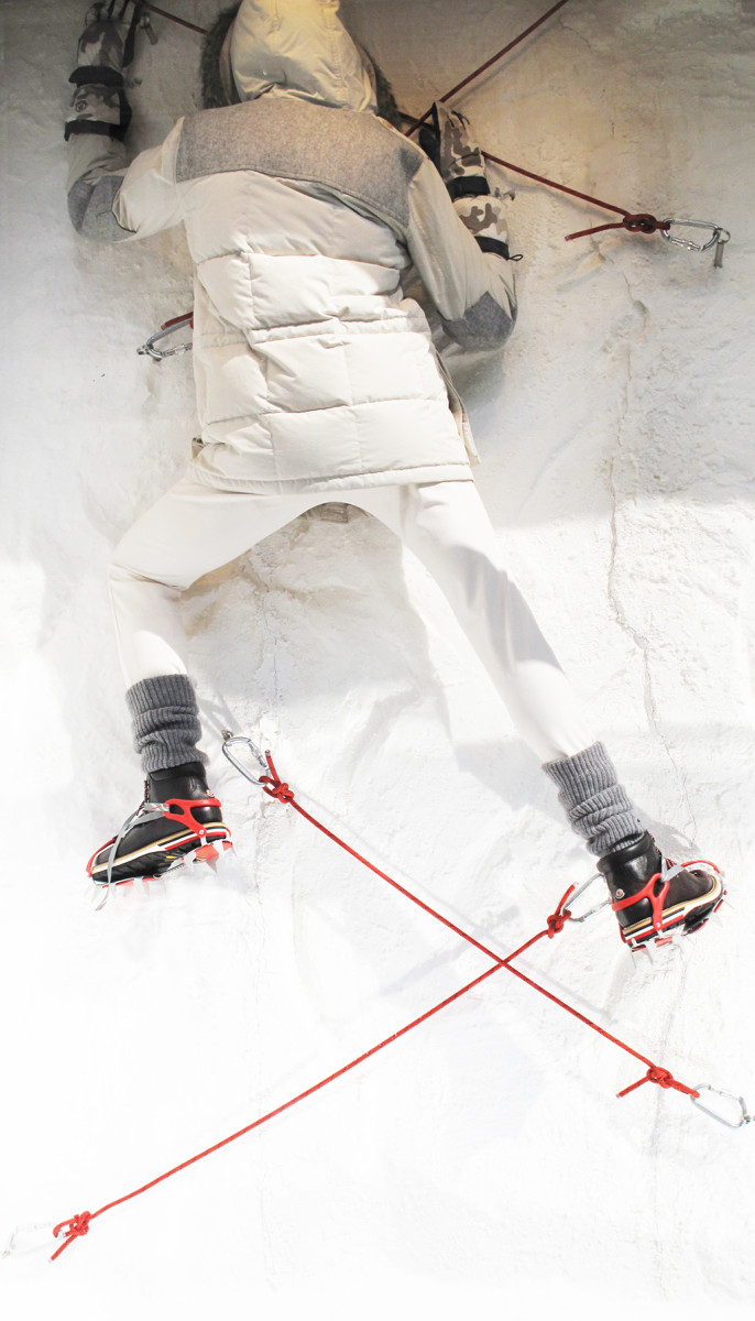 best-window-displays_moncler_2013_fall_02