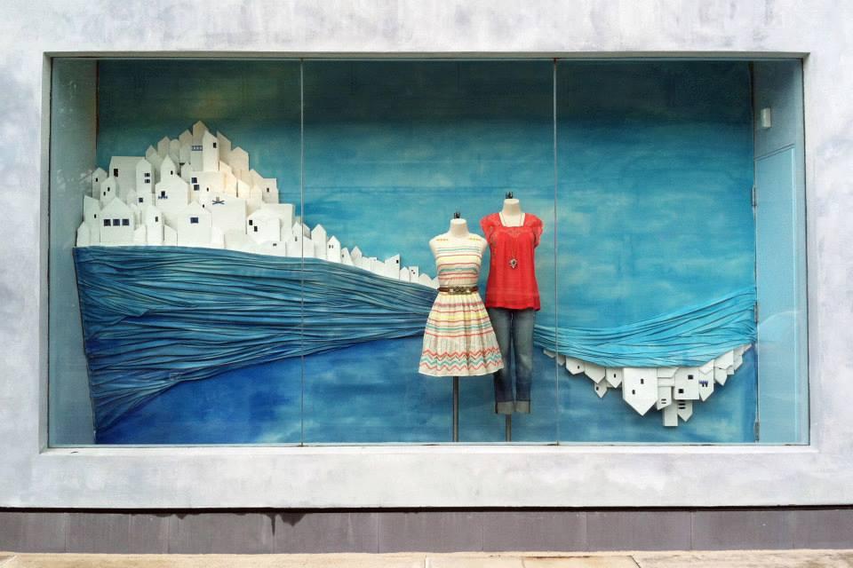 best-window-displays_anthropologie_2013_summer_greece_01