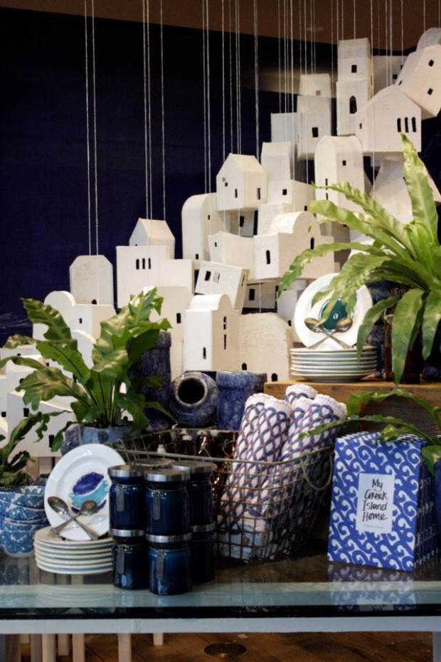 best-window-displays_anthropologie_2013_summer_greece_08