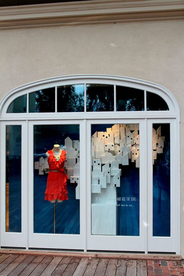 best-window-displays_anthropologie_2013_summer_greece_09