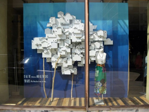 best-window-displays_anthropologie_2013_summer_greece_10
