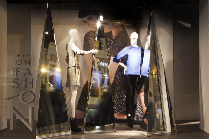 best-window-displays_de-bijenkorf_eye-on-fashion_StudioXAG_02