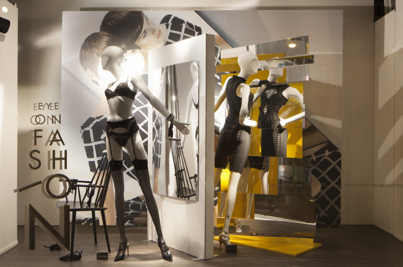 best-window-displays_de-bijenkorf_eye-on-fashion_StudioXAG_06