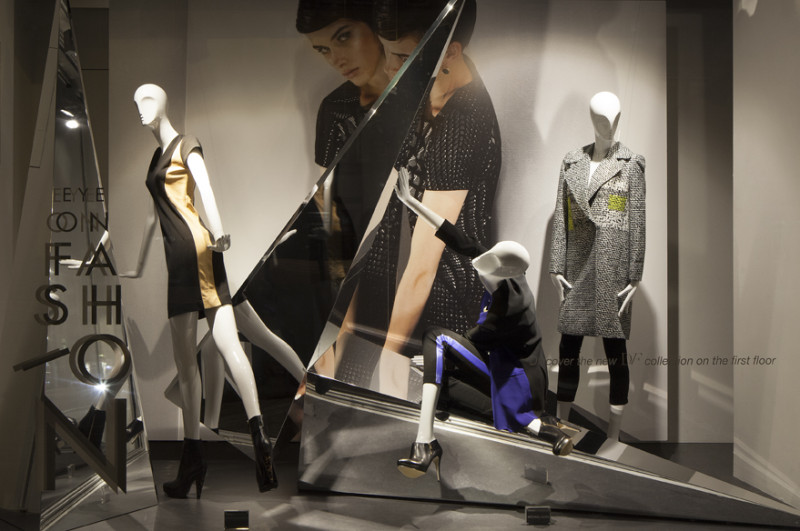 best-window-displays_de-bijenkorf_eye-on-fashion_StudioXAG_07