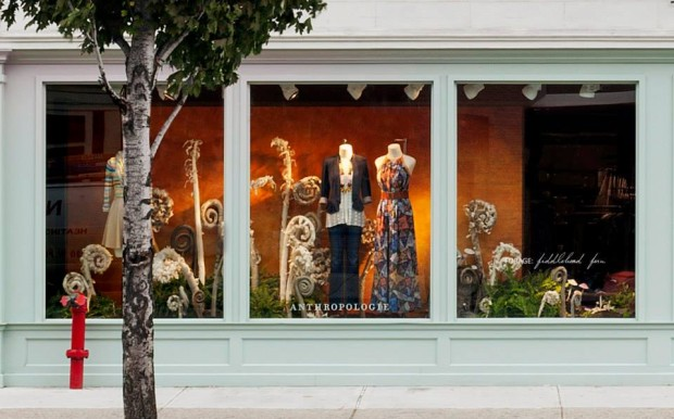 best-window-displays_anthropologie_2013_fall_mushroom_06