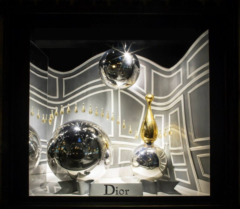 best-window-displays_saks-fifth-avenue_2013_fall_dior_02