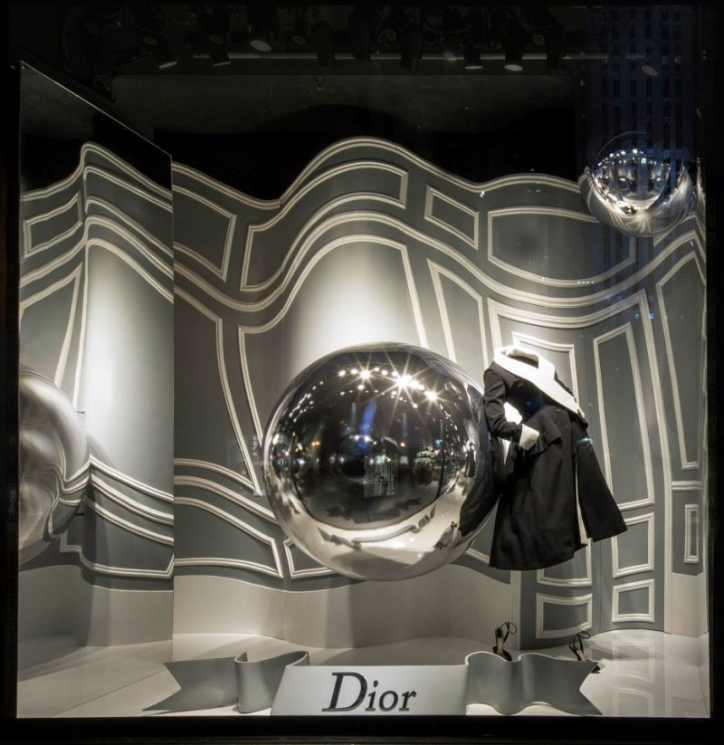best-window-displays_saks-fifth-avenue_2013_fall_dior_04