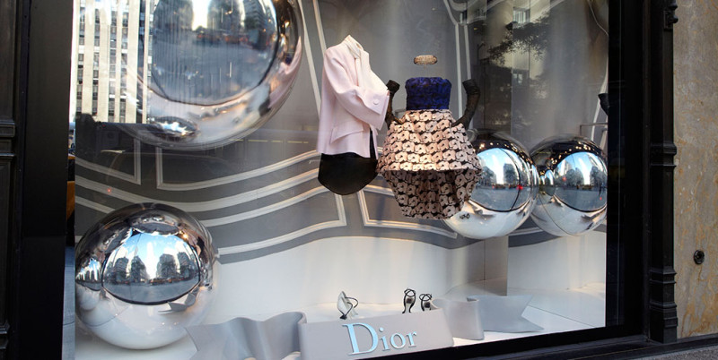 best-window-displays_saks-fifth-avenue_2013_fall_dior_06