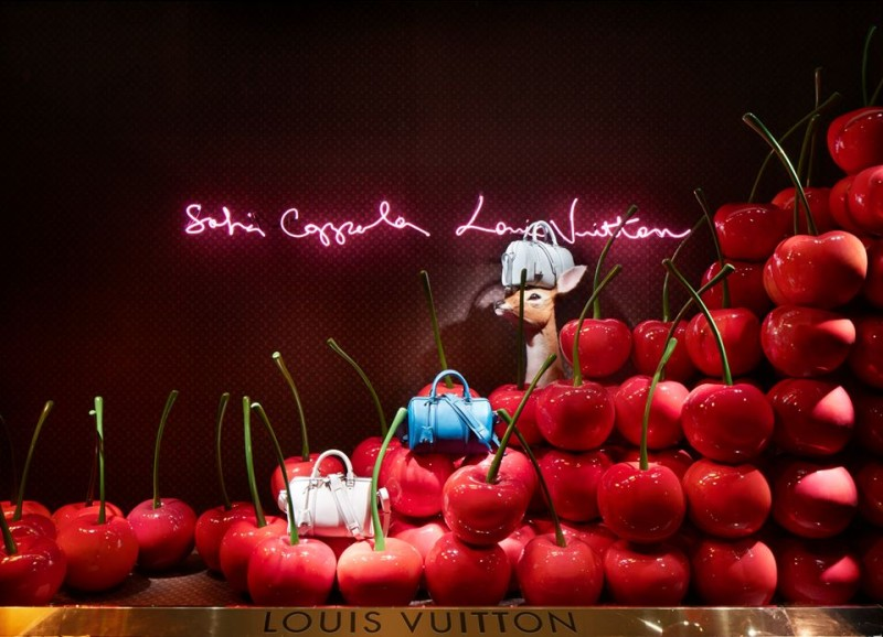 best-window-displays_louis-vuitton_2013_spring-summer_2014_sofia-coppola_09