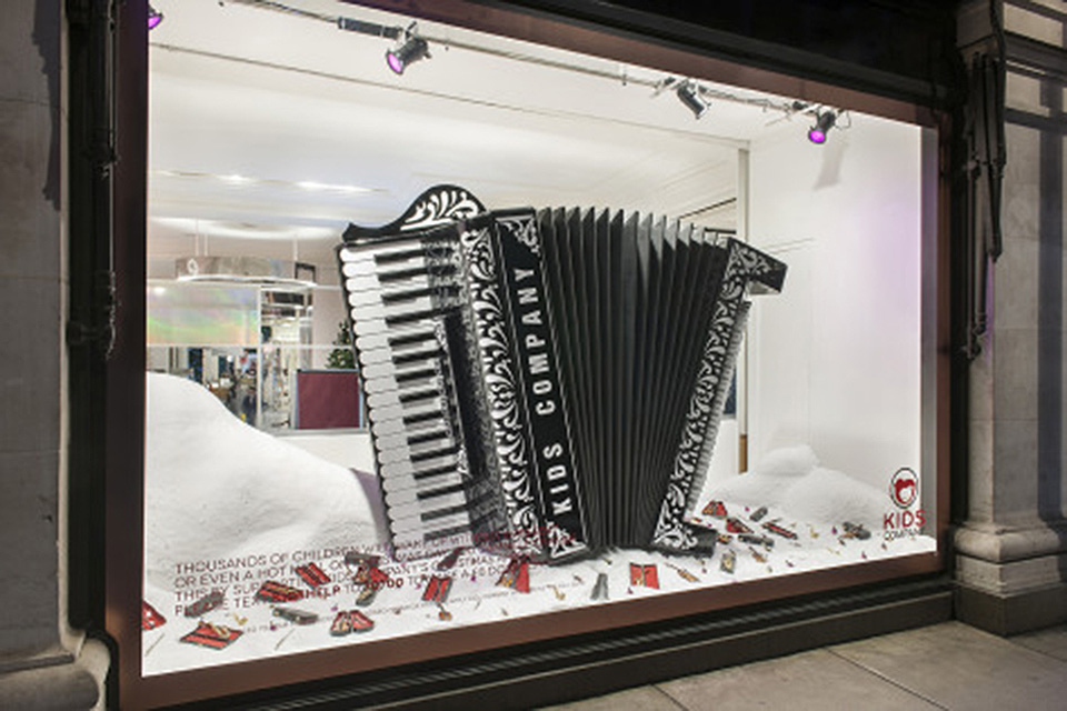 best-window-displays_selfridges_2013_christmas_destination-christmas_15
