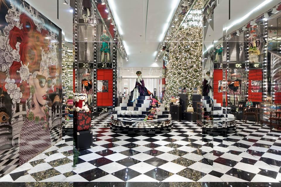 best window displays_au printemps_2013_christmas_prada_03 - Noel Christmas Store