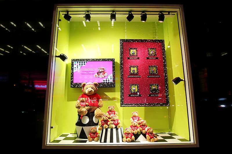 best-window-displays_bloomingdales_2013_christmas_all-wrapped-in_10