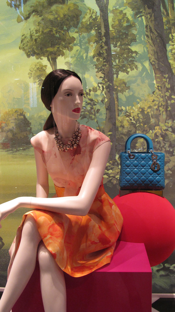 best-window-displays_dior_2013_fall_03