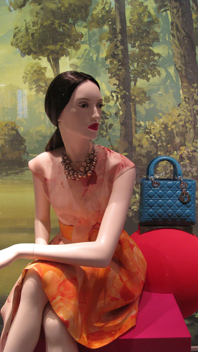 best-window-displays_dior_2013_fall_07