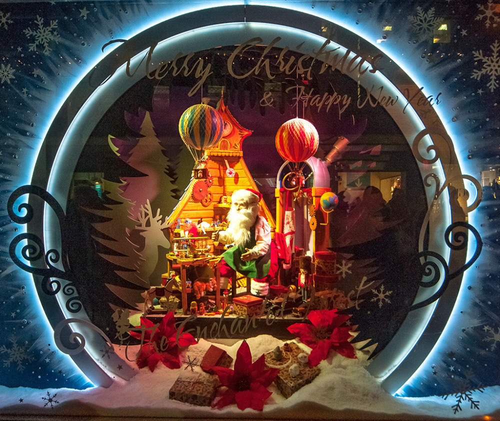 best-window-displays_fenwick-newcastle_2013_christmas_the-enchanted-forest_01