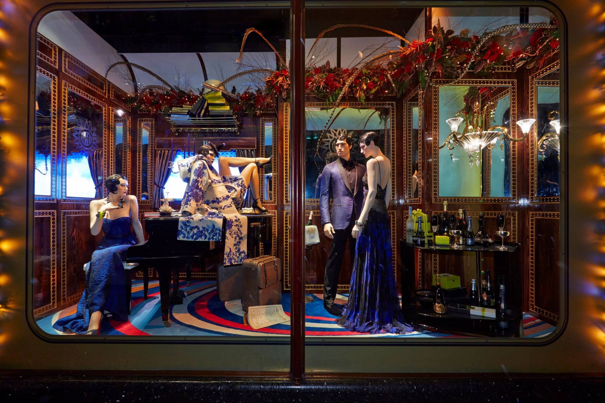 100+ Christmas Window Display Ideas - Part #2 - Mannequin Mall |Holiday Window Displays