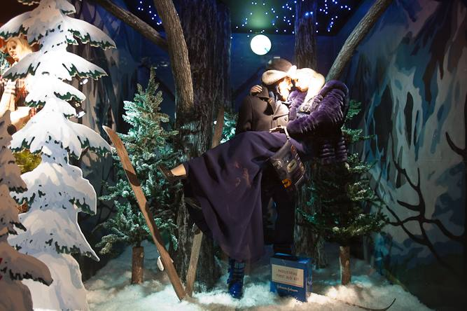 best-window-displays_holt-renfrew_2013_christmas_nothern-noel_05