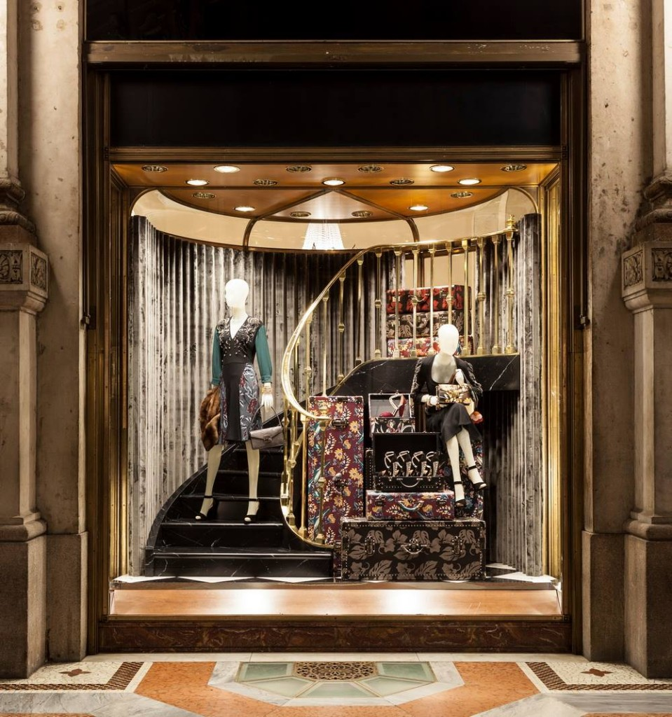 Prada enormous floral suitcases christmas window display for Show window designs