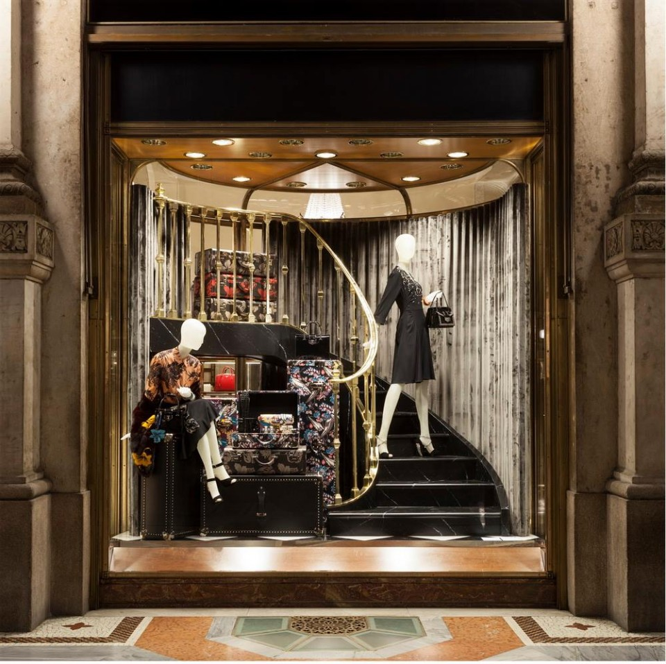 best-window-displays_prada_2013_christmas_02