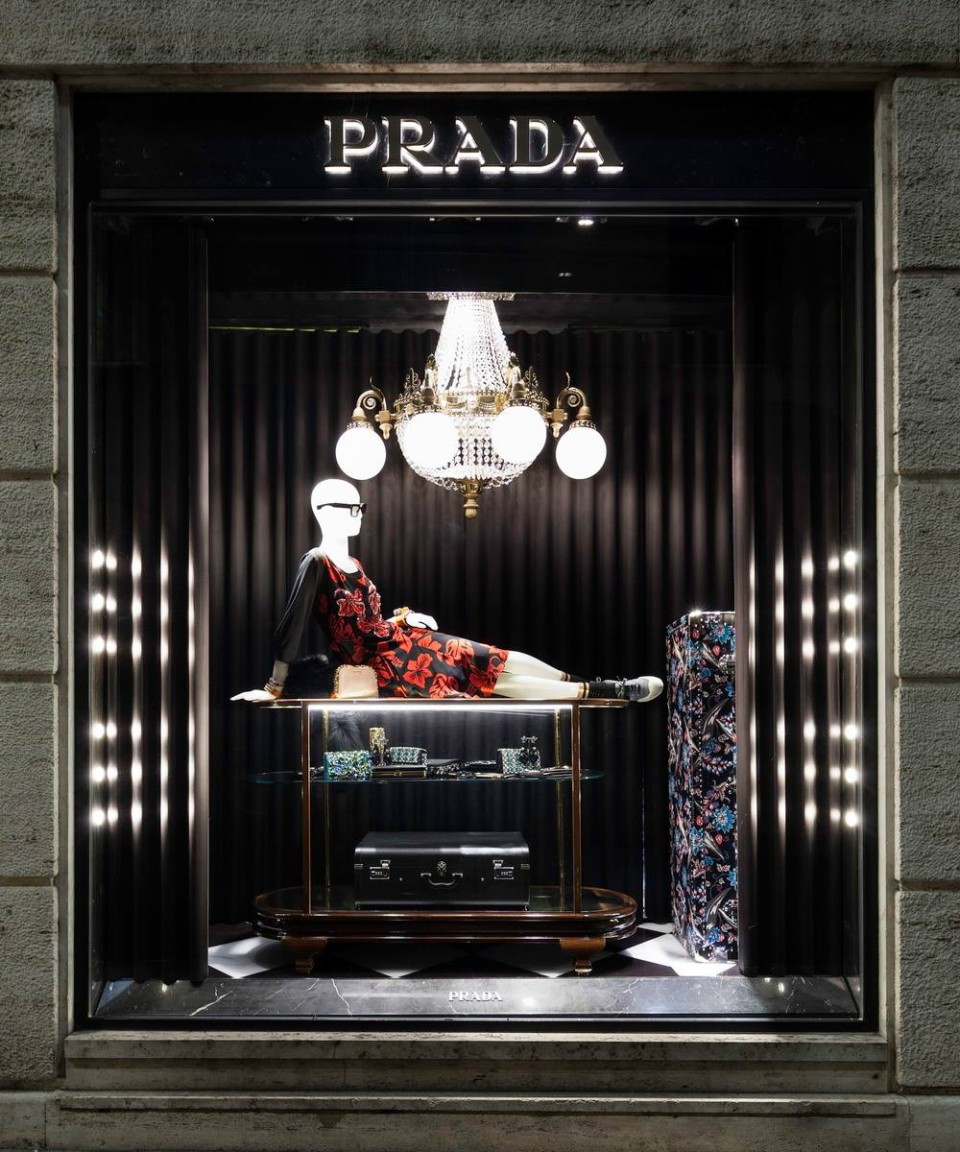 best-window-displays_prada_2013_christmas_04