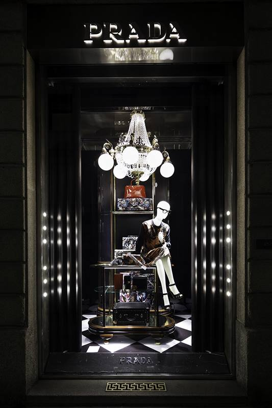 best-window-displays_prada_2013_christmas_05