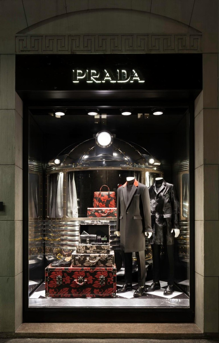 best-window-displays_prada_2013_christmas_06