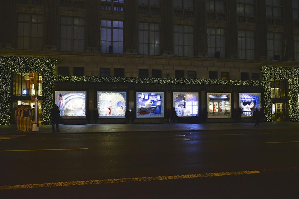 best-window-displays_saks-fifth-avenue_2013_christmas_the-yeti-story_01