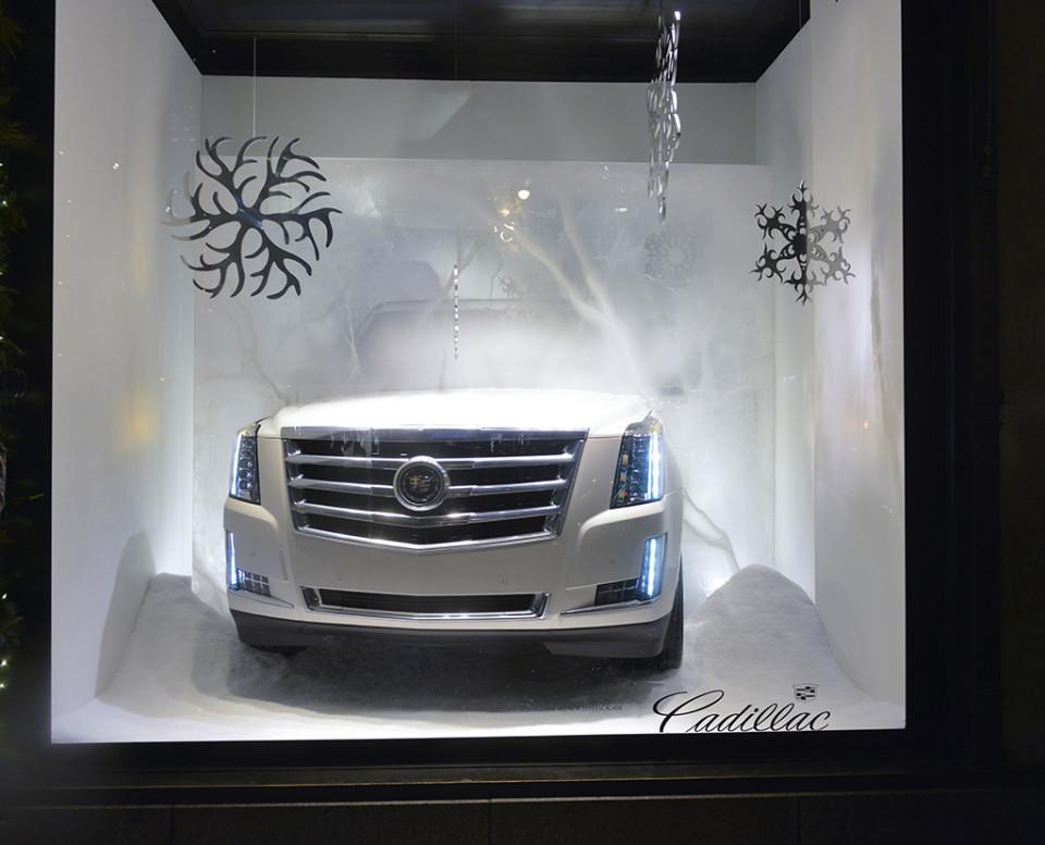 best-window-displays_saks-fifth-avenue_2013_christmas_the-yeti-story_07