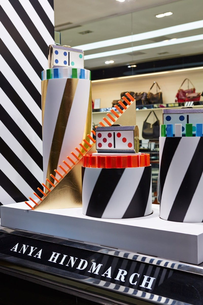 best-window-displays_anya-hindmarch_2013_christmas_domino_07