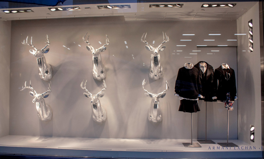 best-window-displays_armani-exchange_2013_christmas_shop-studios_01