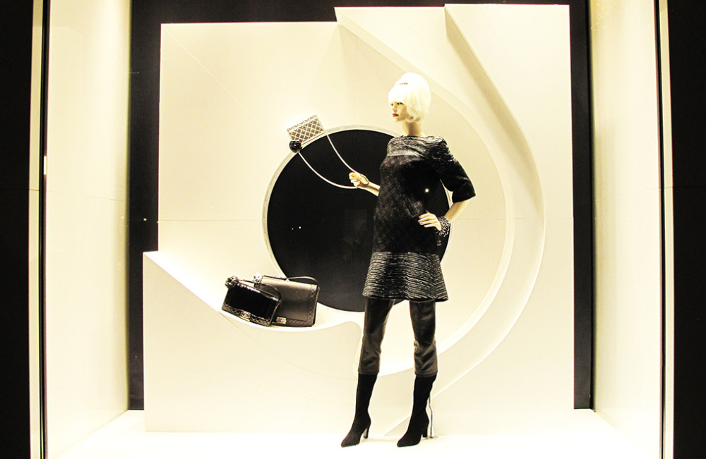 best-window-displays_chanel_2013_winter_01