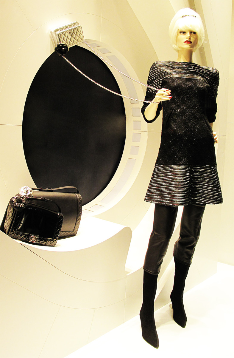 best-window-displays_chanel_2013_winter_02